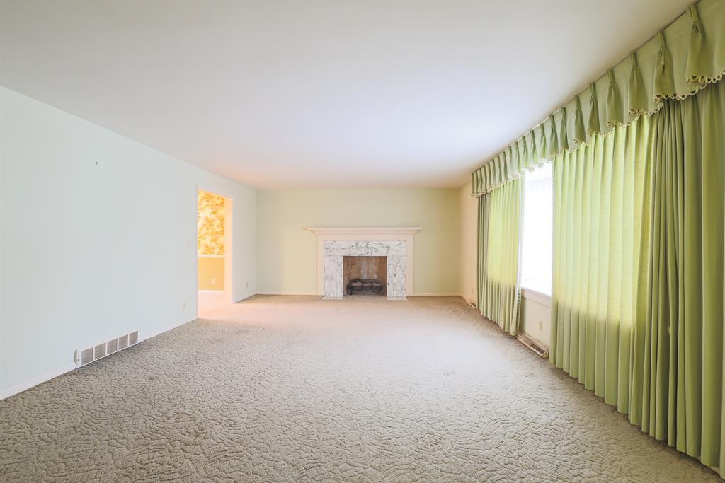 Living Room for 1011 Grandin Ridge Dr Mt. Lookout, OH 45208