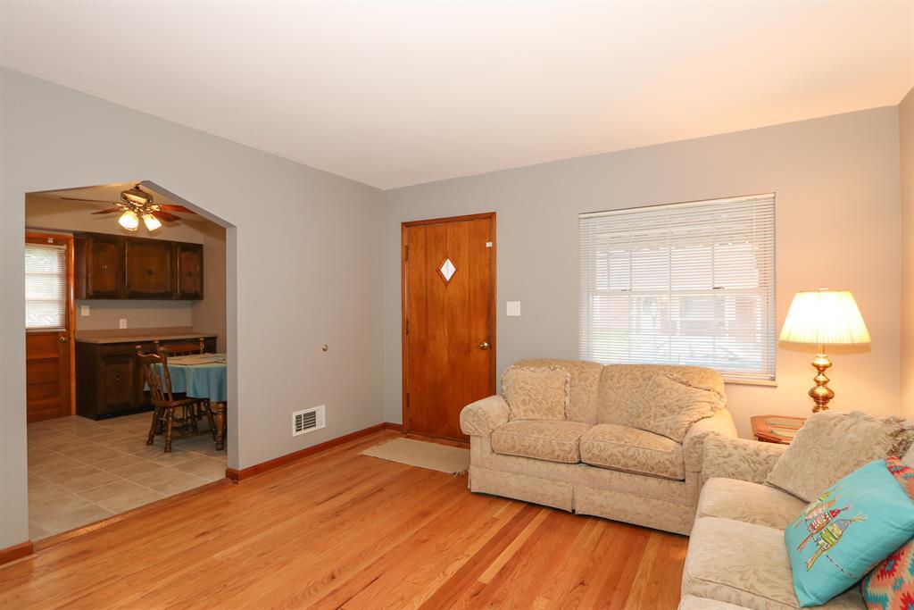 Living Room image 2 for 30 Goetz Dr Cold Spring, KY 41076