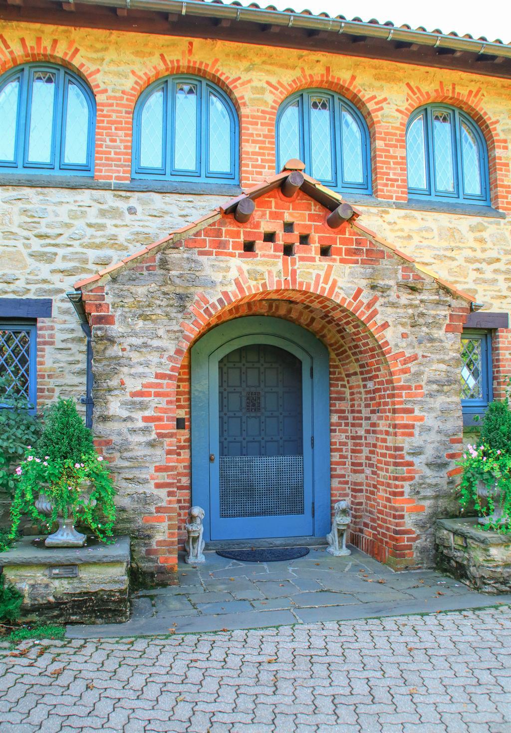Entrance for 10 Grandin Ln Hyde Park, OH 45208