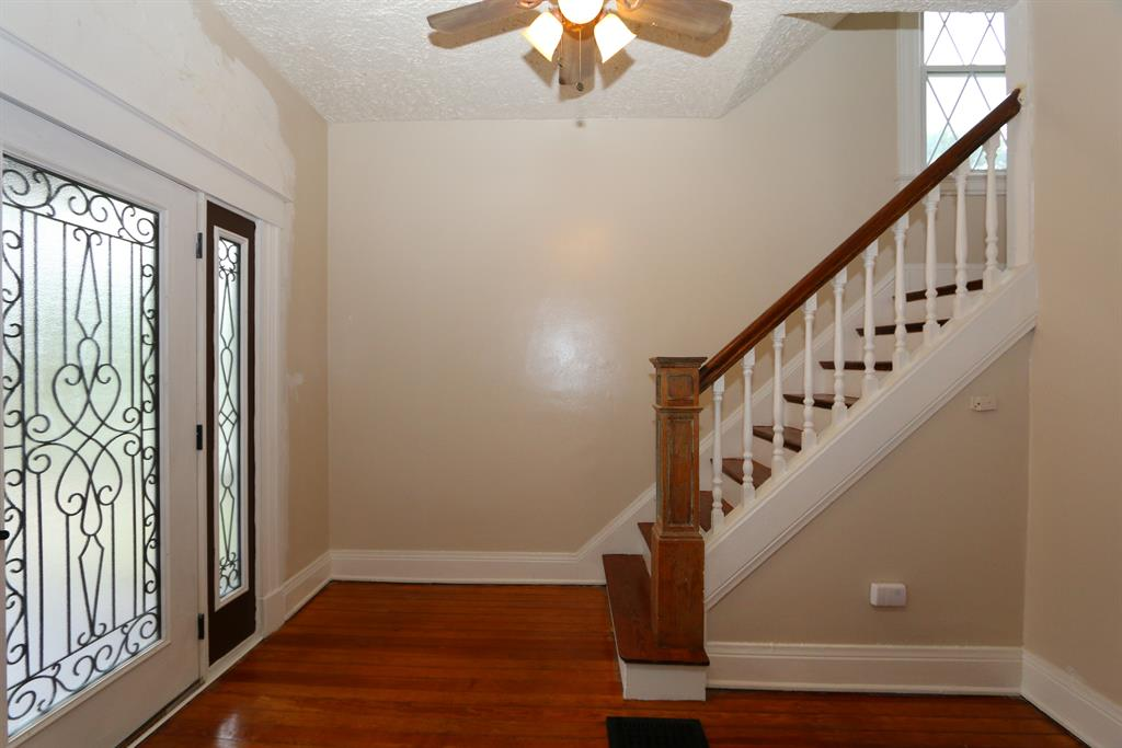 Foyer for 3560 Larkspur Ave Hyde Park, OH 45208