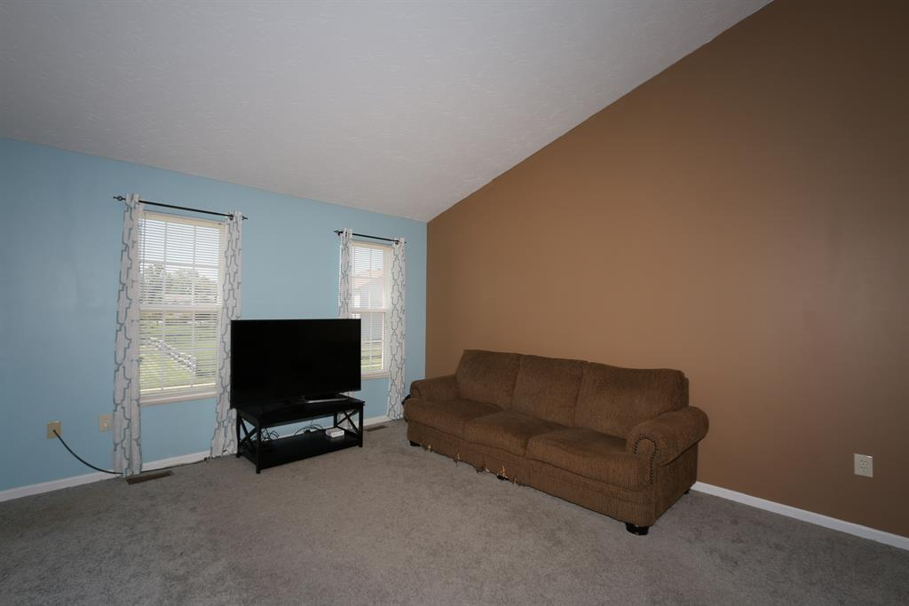 Living Room for 2223 Scheper Ct Covington, KY 41017