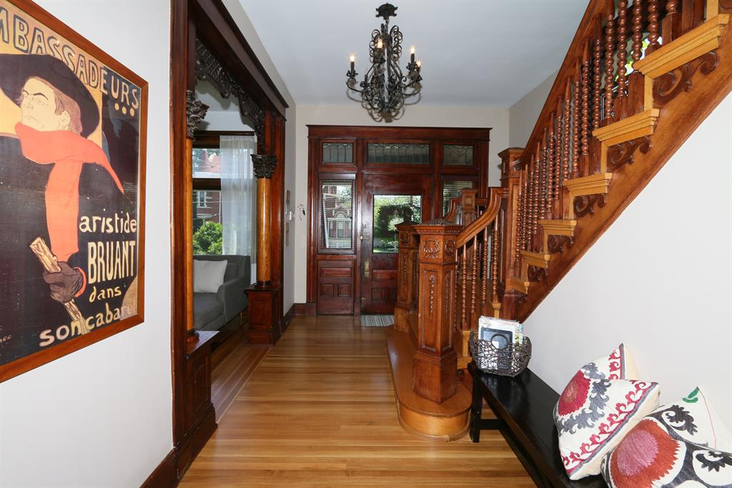 Foyer for 325 E 3rd St Newport, KY 41071
