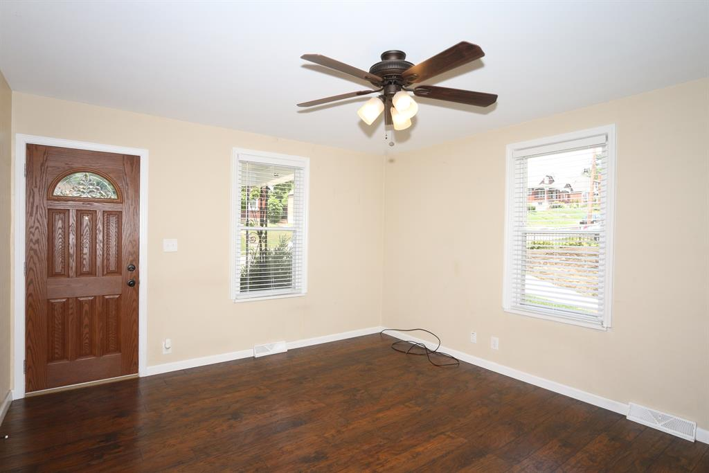 Living Room for 1112 Highland Ave Fort Thomas, KY 41075
