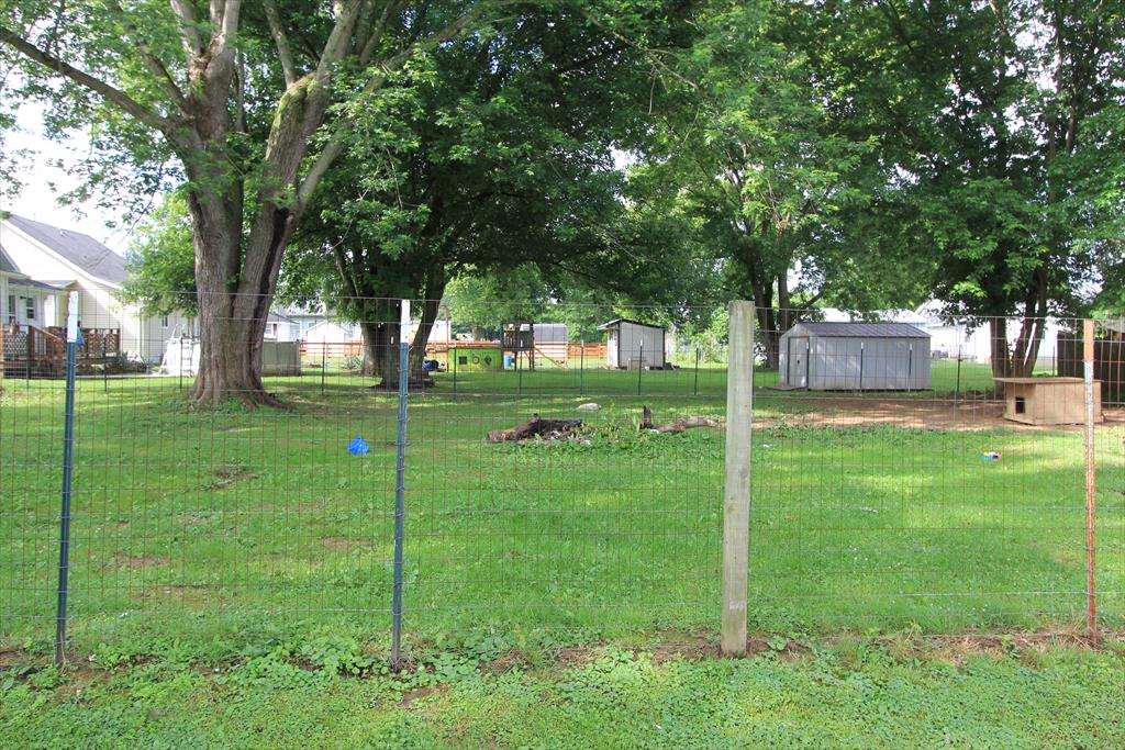 Yard for 305 Barkley St Falmouth, KY 41040