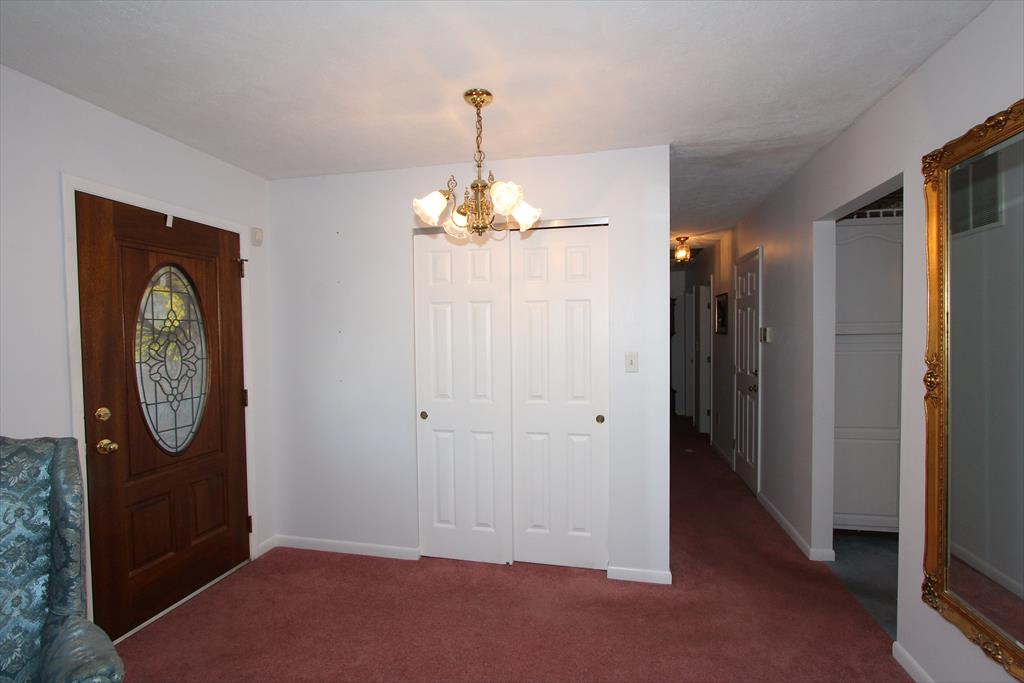 Foyer for 14 Honey Tree Ln Highland Heights, KY 41076