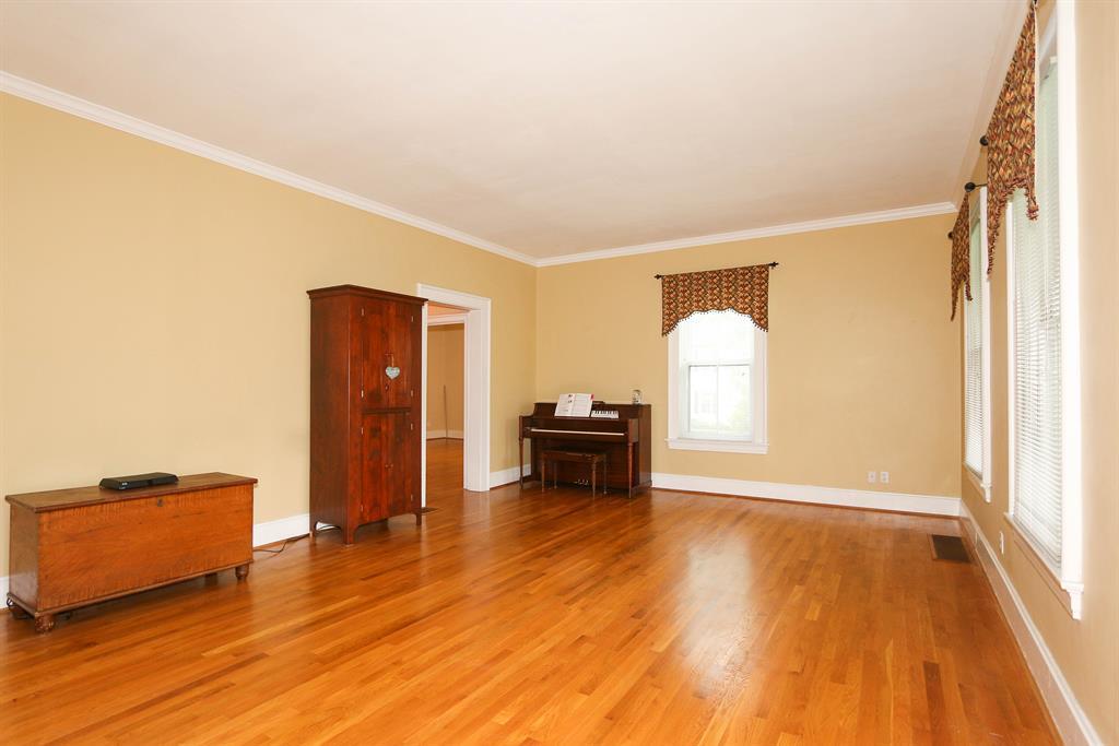 Living Room image 2 for 420 E Sharon Rd Glendale, OH 45246