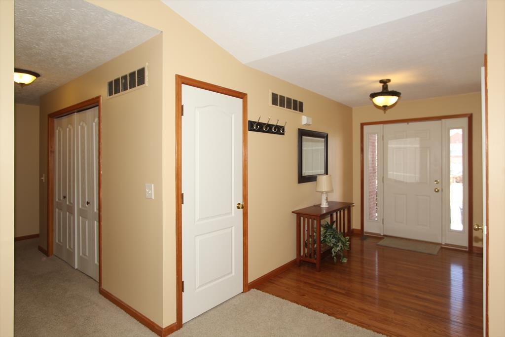Foyer for 10748 Station Ln Union, KY 41091