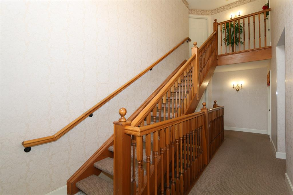 Lobby for 2111 Clareglen Ct, 203 Crescent Springs, KY 41017