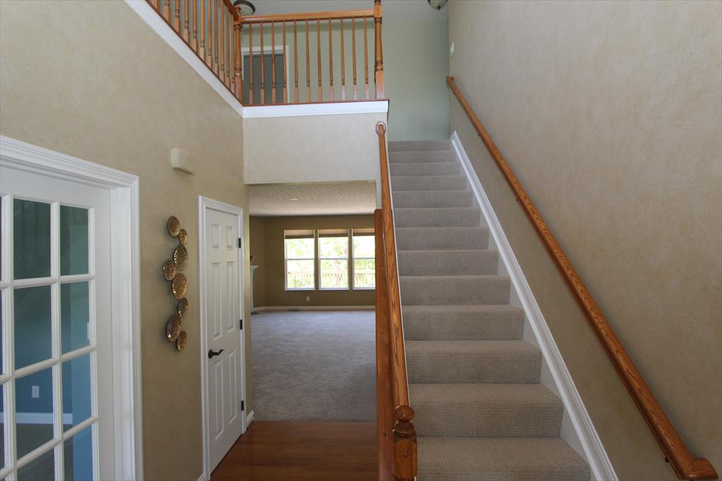 Foyer for 452 Spencely Ct Covington, KY 41015