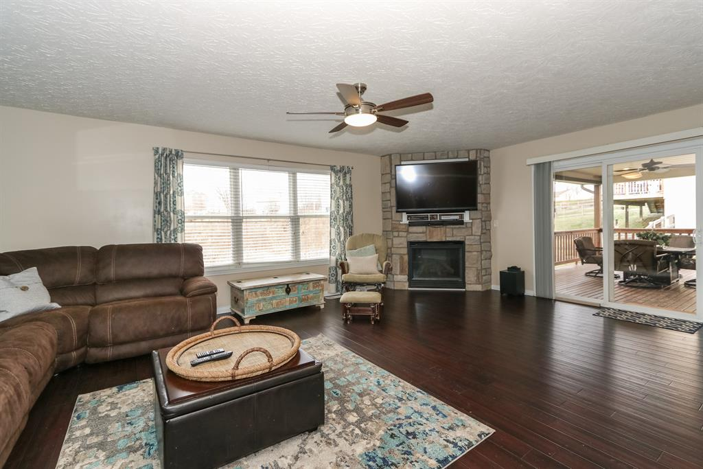 Living Room for 10350 Petersburg Ct Independence, KY 41051
