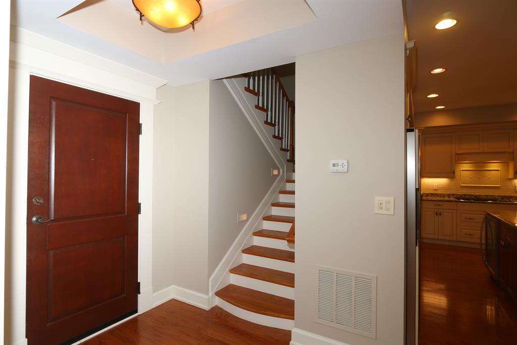 Foyer for 3942 Miami Rd, 305 Mariemont, OH 45227