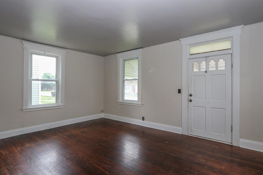 Living Room for 412 N Main St Seven Mile, OH 45062