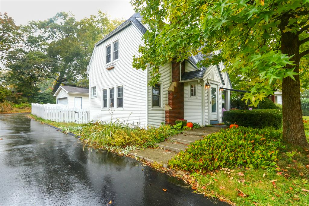 344 E Mills Ave Wyoming, OH