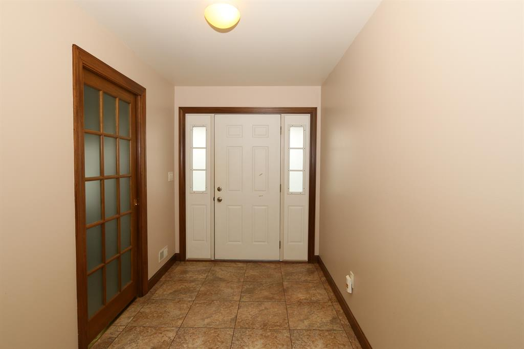 Foyer for 14100 Brown Rd Verona, KY 41092