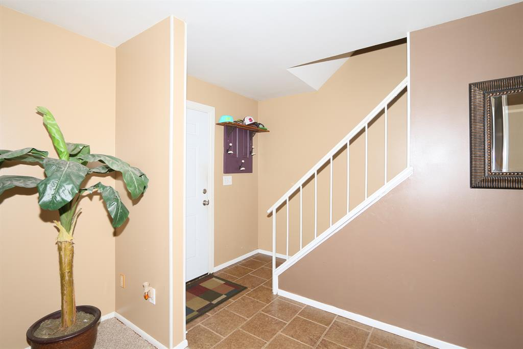 Foyer for 412 Caldwell Dr Elsmere, KY 41018