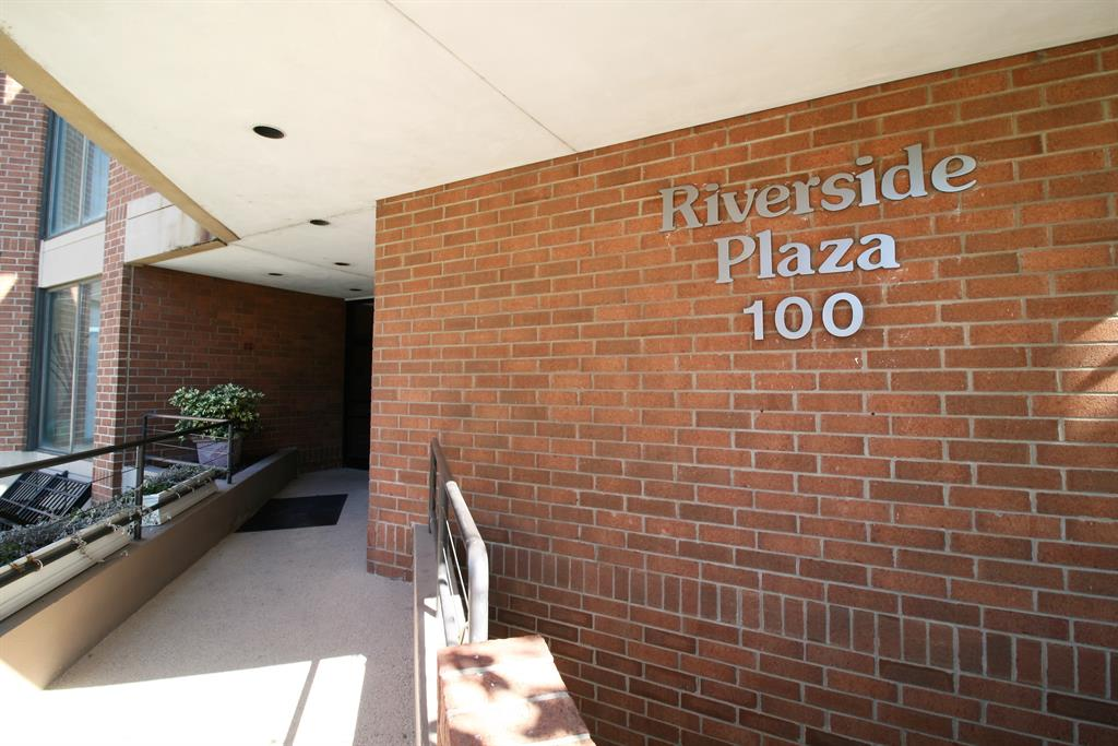 Entrance for 100 Riverside Pl, 705 Covington, KY 41011