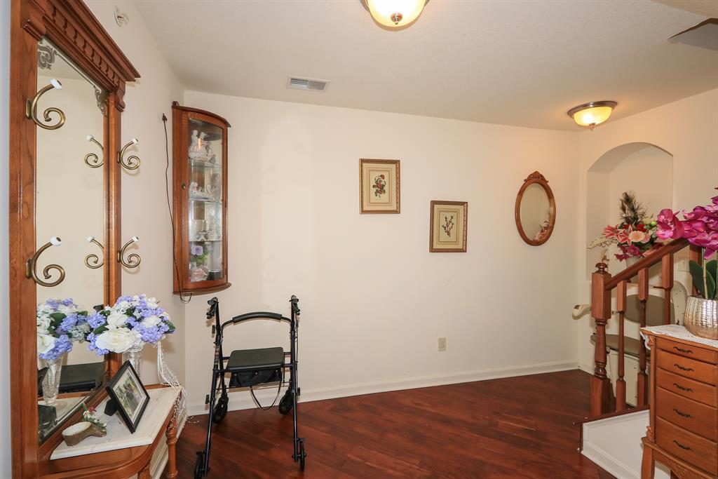 Foyer for 2351 Twelve Oaks Dr Florence, KY 41042