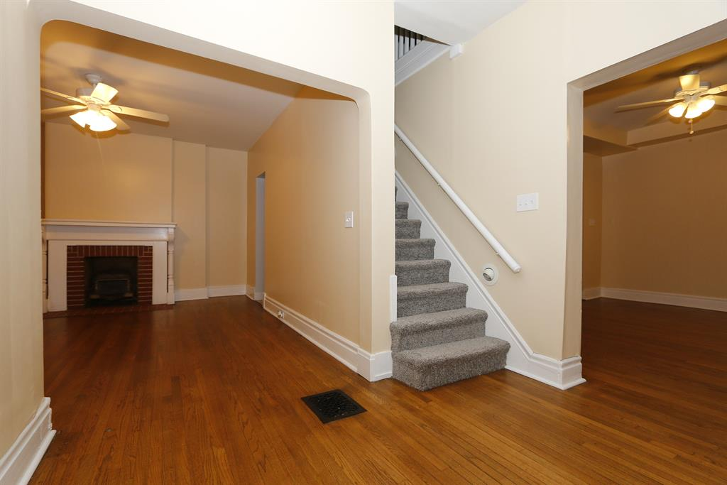 Foyer for 102 E 24th St Covington, KY 41014