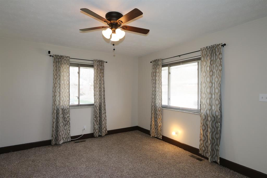 Living Room for 427 N Wright Ave Dayton, OH 45403