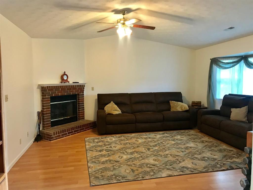 Living Room for 122 Amber Wy Williamsburg, OH 45176