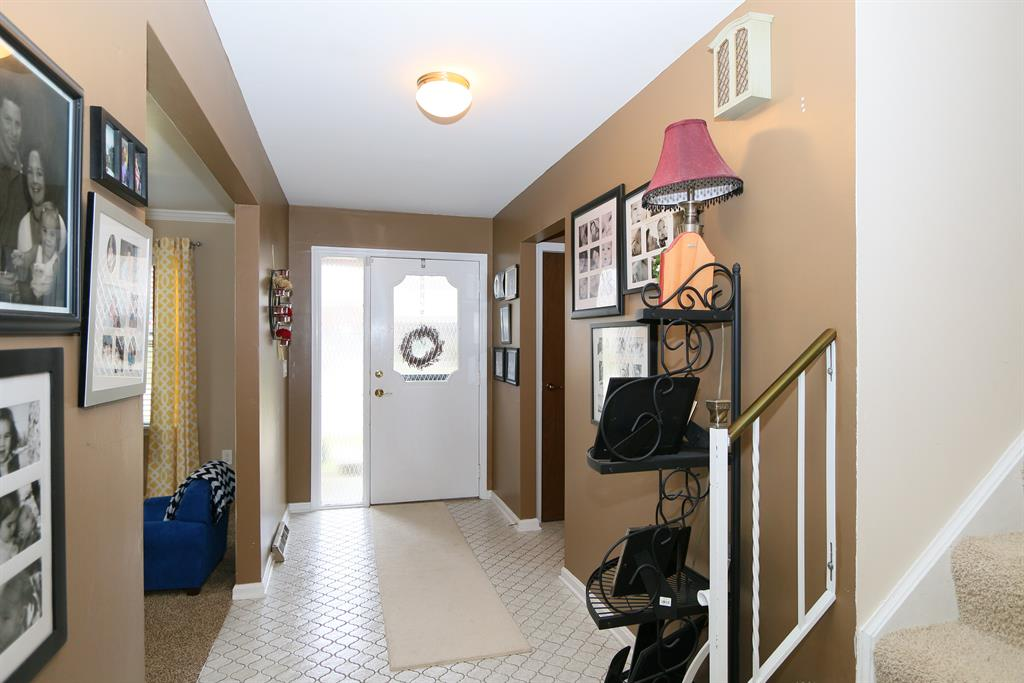 Foyer for 554 Sutter Dr Edgewood, KY 41017