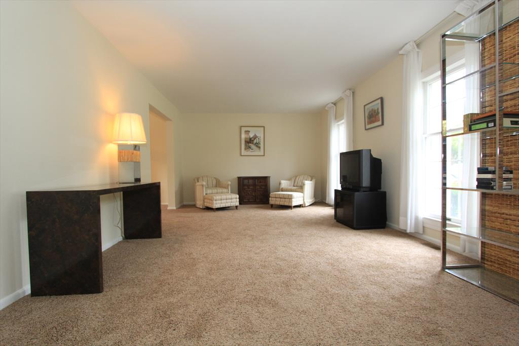 Living Room for 402 Caldwell Dr Elsmere, KY 41018