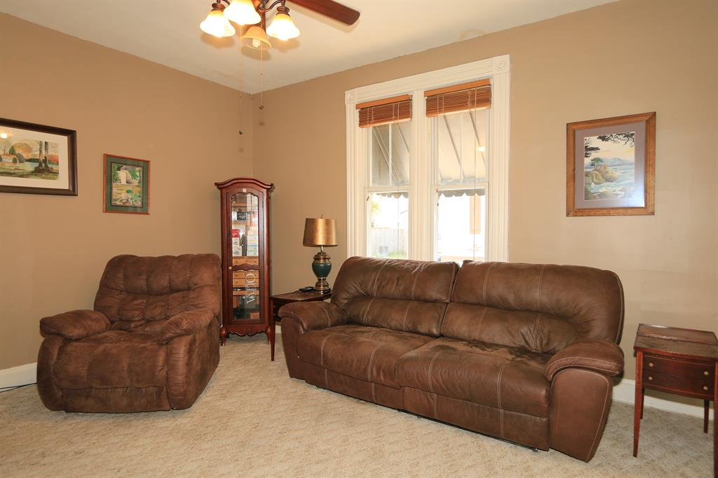 Living Room for 239 Lafayette Ave Bellevue, KY 41073