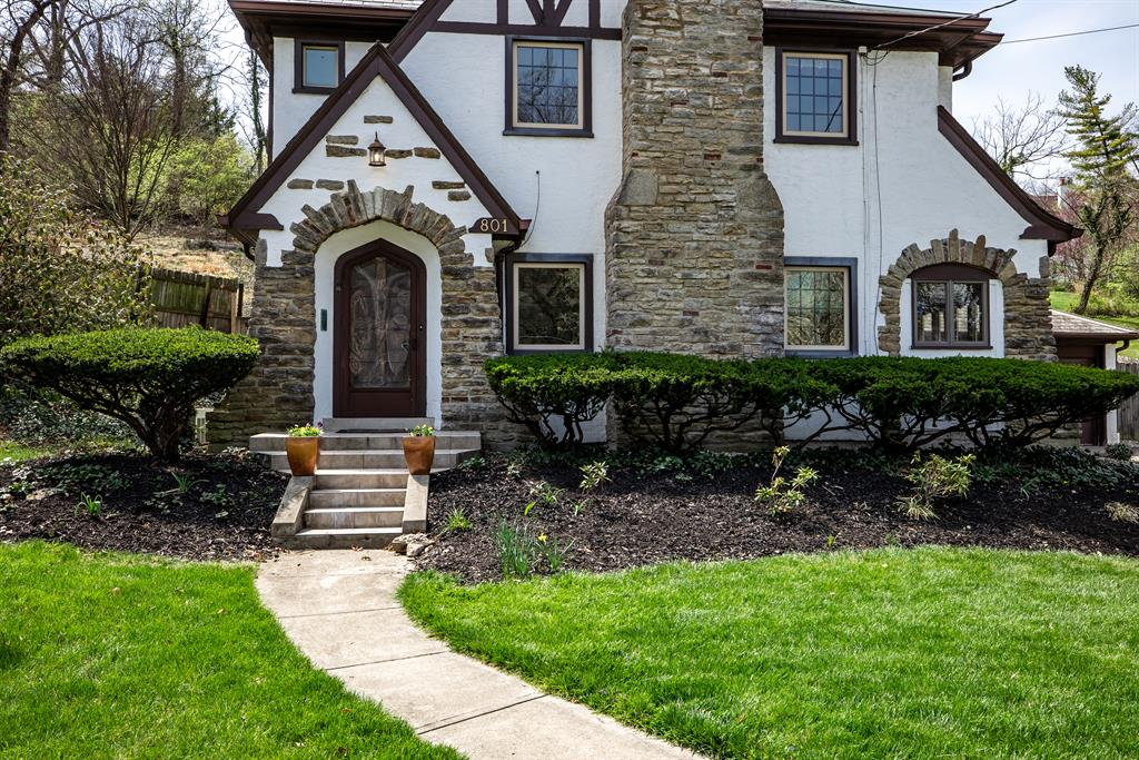 Entrance for 801 Ludlow Avenue Clifton, OH 45220