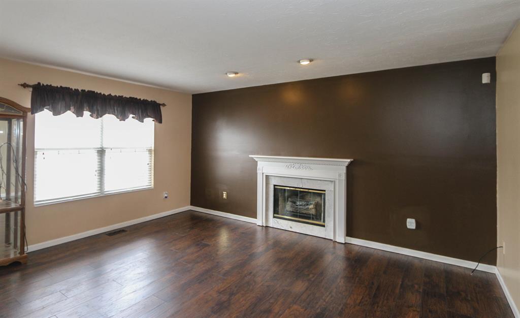Living Room for 324 N Branch Dr Trenton, OH 45067