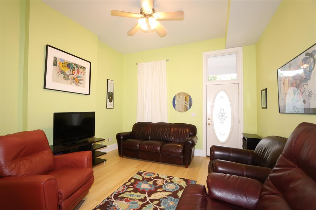 Living Room for 208 Oak St Corryville, OH 45219