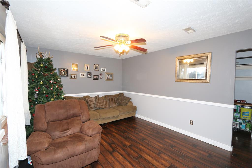 Living Room for 15949 Highway 10 N Butler, KY 41006
