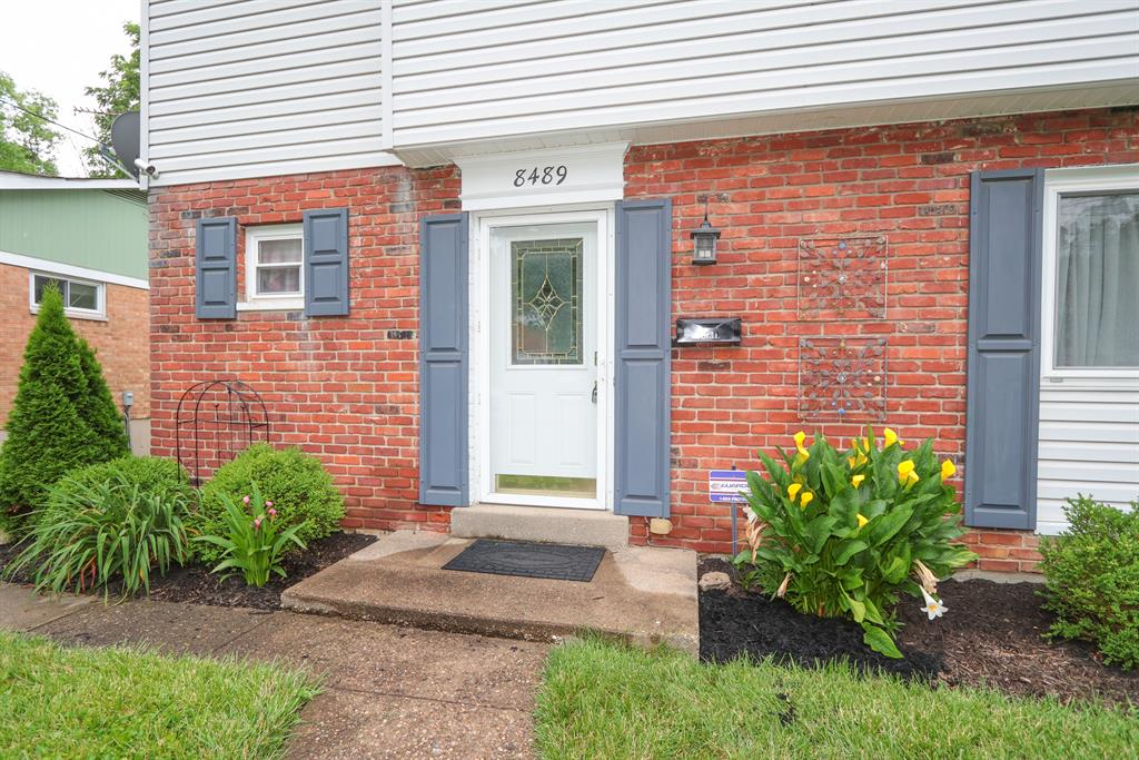 Entrance for 8489 Foxcroft Dr Finneytown, OH 45231