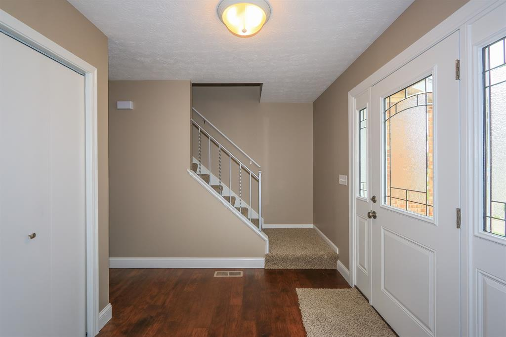 Foyer for 222 W Dilcrest Cir Florence, KY 41042