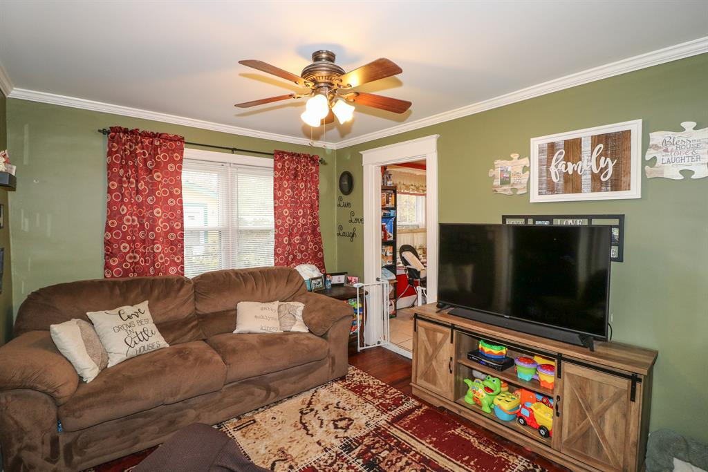 Family Room for 35 Sanders Dr Florence, KY 41042