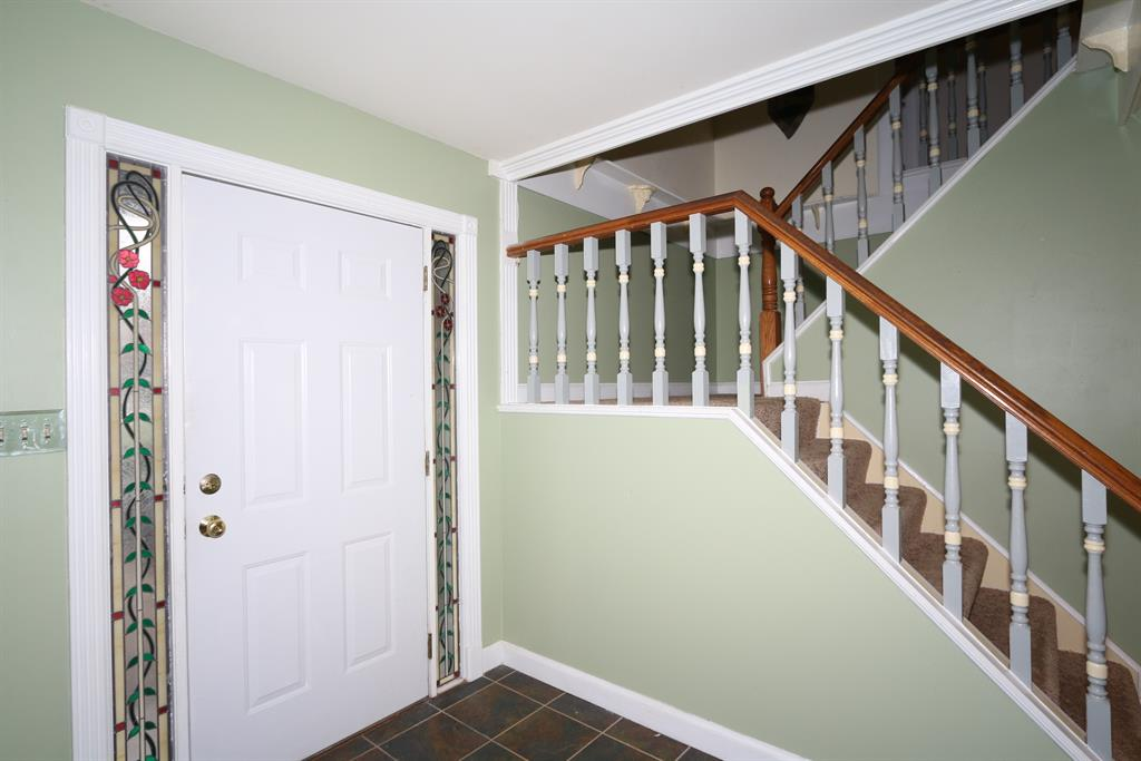 Foyer for 1678 Brierwood Ct Florence, KY 41042