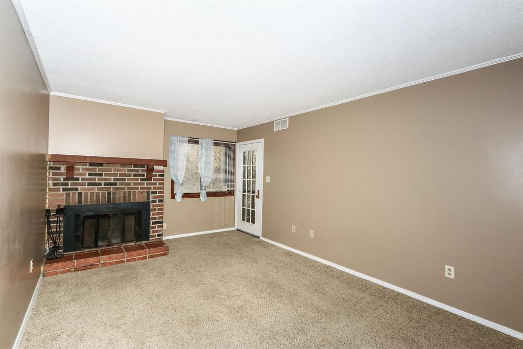 Living Room for 102 Highland Trace Highland Heights, KY 41076