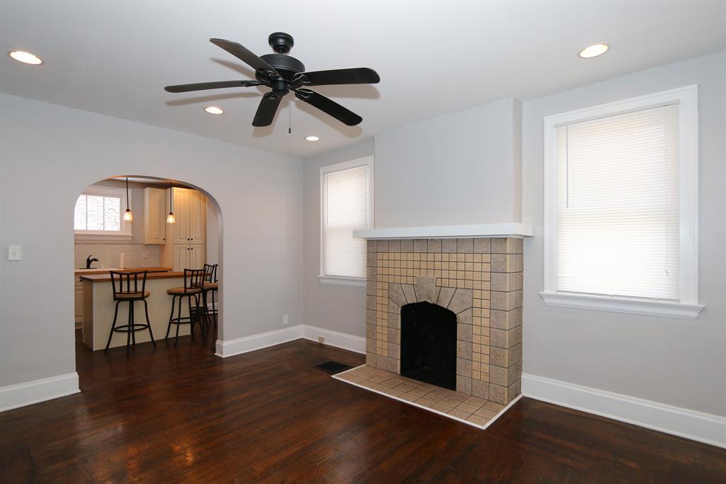 Living Room for 9 Kentucky Dr Newport, KY 41071