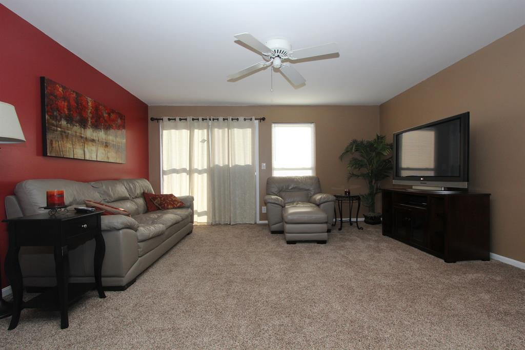 Living Room for 5365 Heatherstone Ct, 2C Taylor Mill, KY 41015
