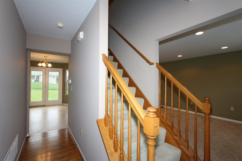 Foyer image 2 for 7554 Roxbury Ct Florence, KY 41042