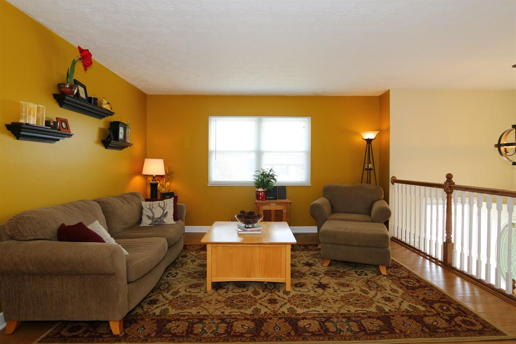 Living Room for 8 Creekside Cir Erlanger, KY 41018