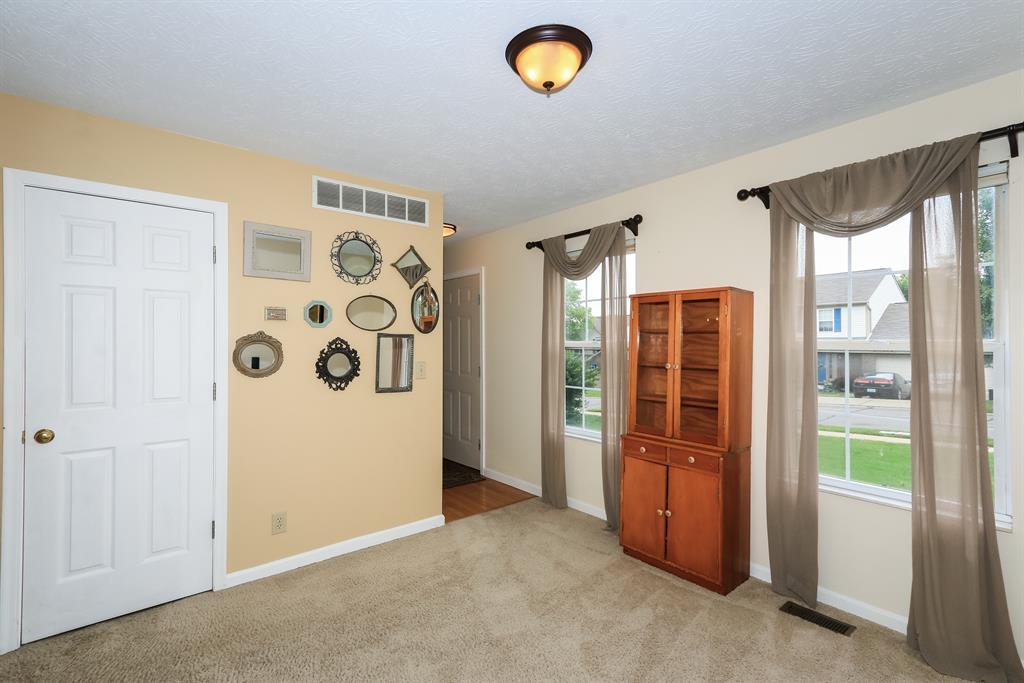 Living Room for 1896 Falcon Crest Cir Hebron, KY 41048