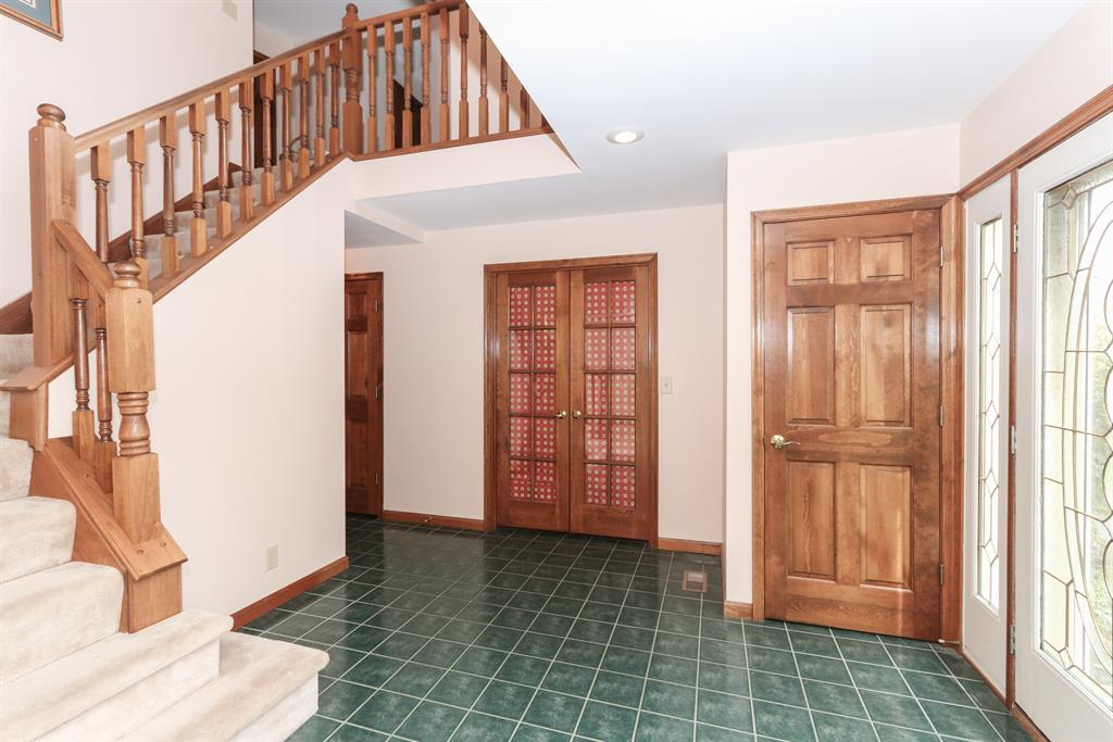 Foyer for 8257 Pineknoll Ct Florence, KY 41042