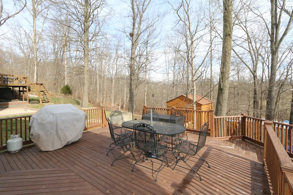 Deck for 218 Vail Ct Southgate, KY 41071