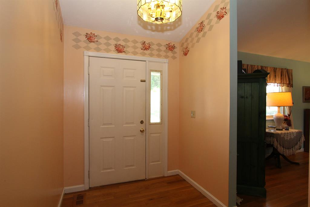Foyer for 13433 Peach Grove Rd California, KY 41007