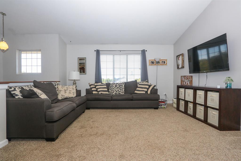 Living Room for 9909 Cobblestone Blvd Independence, KY 41051