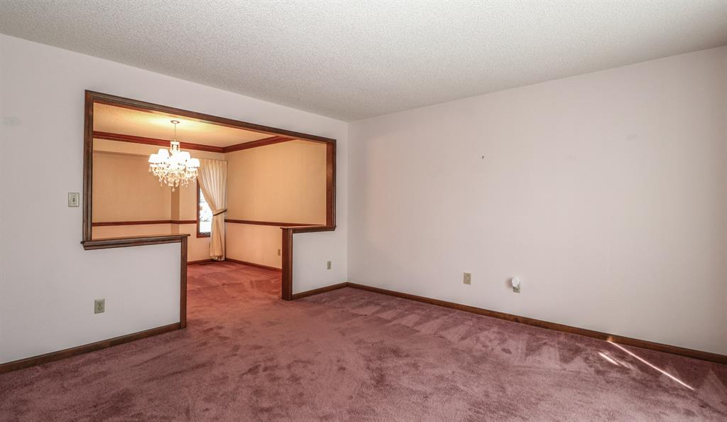Living Room for 500 Cambridge Dr Middletown North, OH 45042