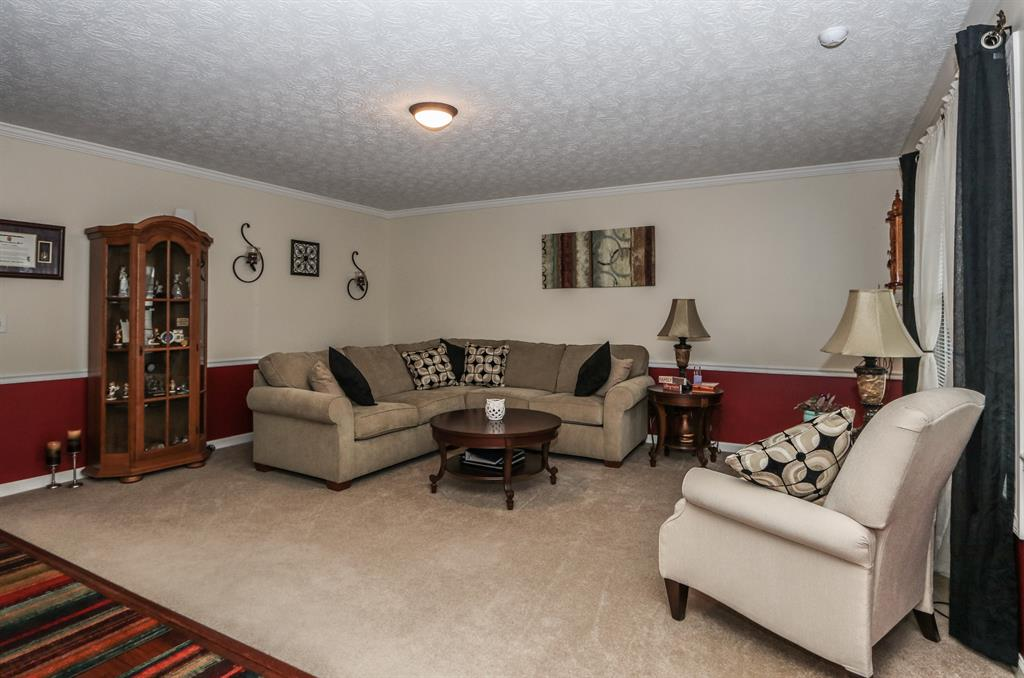 Living Room for 465 Thompson Dr Fairborn, OH 45324