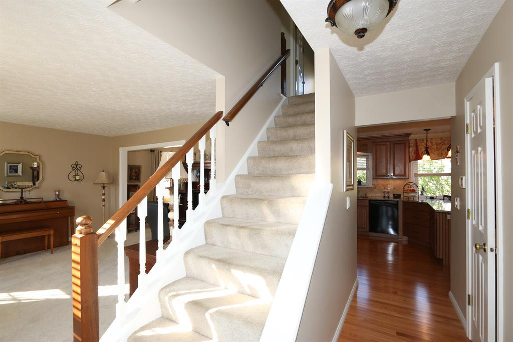 Foyer for 768 Kingston Dr Edgewood, KY 41017