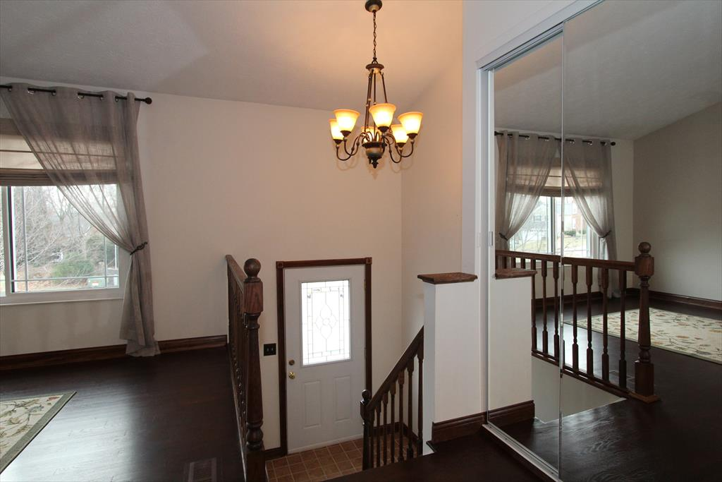 Foyer for 1724 Promontory Dr Florence, KY 41042