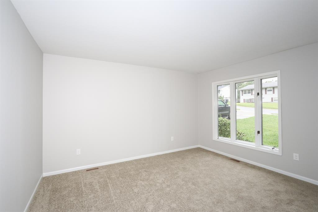 Living Room for 715 Peach Tree Ln Erlanger, KY 41018